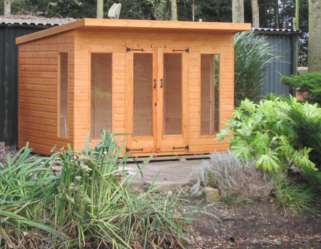 Garden room ship lap timber platers fencing garden for 10 x 8 garden room