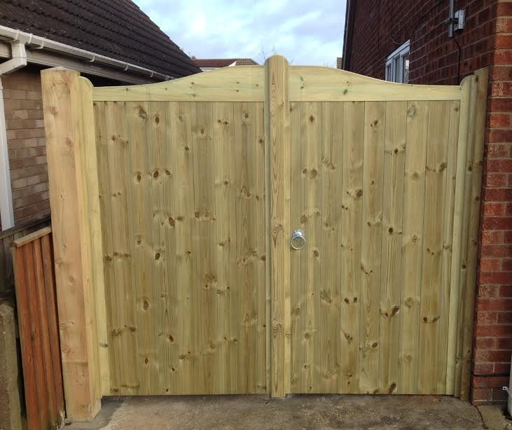 Swept top tongue and groove gates